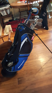 Men's right handed clubs with bag