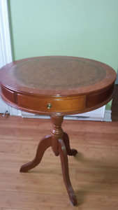 Hard wood coffee table in excellent condition