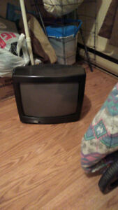 Deux TV qui ne fonctionnent plus à donner.