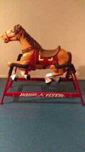 CHEVAL A BASCULE RADIO FLYER JOUET