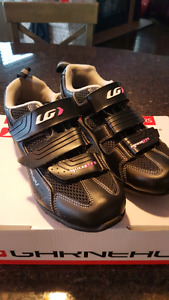 Garneau women's cycling/spin  shoes with clips