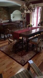 Mobilier de salle à manger antique style Tudor