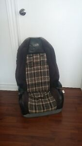 Booster seat. Siège d'appoint.