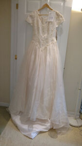 Sample wedding gowns.  UPCYCLE! $40 - DRESS 17
