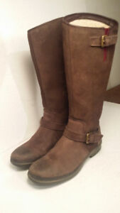 UGG - bottes - femme taille 7 ou 38 ( waterproof )
