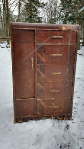 VINTAGE SOLID WOOD ARMOIRE WITH CUPBOARD