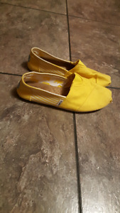 Yellow TOMS size 9