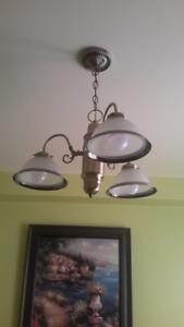 Magnifique Chandelier/ Abat-jour Verre givré / trois Ampoules