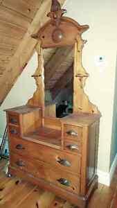 commode madame et lit en pin antique