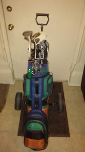 Womens Right Handed Golf Clubs and Bag Cart is Included