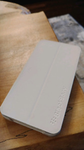 [Rare]Like new  white z10 with blackberry case