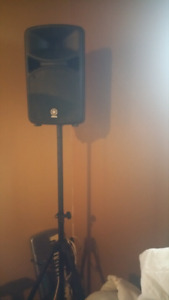 Yamaha stage S6001 PA system and microphones with stands