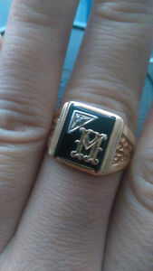 SUPERB VINTAGE BLACK ONYX DIAMOND SOLID 10K GOLD SIGNET INITIAL