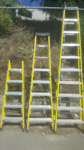 STEP LADDER FIBERGLASS