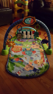 Fisher Price kick'n'play tummy time mat