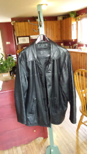 Men's Leather Coat, size Large. See pics.