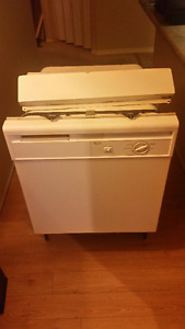 "Dishwasher, White, Under-counter, 24"", Whirlpool, Used"
