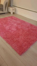 Pink rug, new condition, 120cm x 170cm.