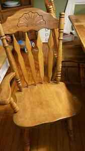 Well Loved Dining Room Set with 6 Chairs Peterborough Peterborough Area image 4