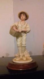 Leonardo gathring fruits figurine