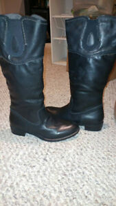 Woman's size 8 black dress/casual boot from Softmoc