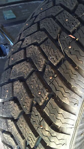 Pneus. Hiver aVendre Good-Year ultra grip 235/75 r15