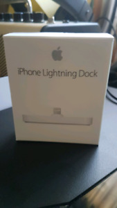 iPhone Lightning Dock w/box and USB cable