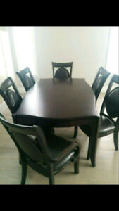 Expandable wood dinning table with 6 chairs