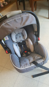 Graco Snugride 35 click and connect travel system