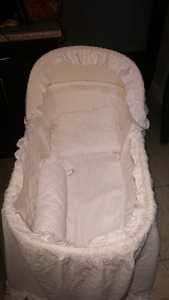 Bassinet euc comes with bedding set