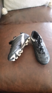 Youth soccer cleats size 12K
