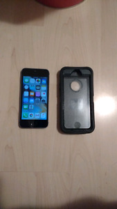 IPhone 5s with otter box - MINT condition