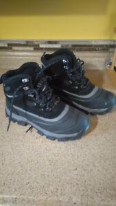 Men's Khombu Winter Waterproof Lace up Boots- Brand NEW Size 8