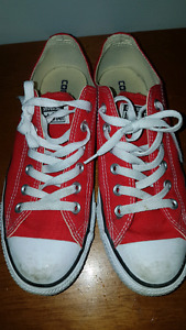 Authentic Converse men's size 7 Women's Size 9 fits like a 10