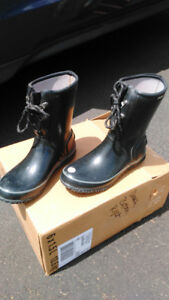 Ladies Bogs boots, black, insulated, size 9, worn once, like new