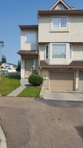 Quiet Townhome in Clareview