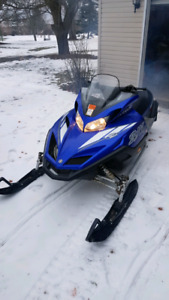 2 Yamaha sleds with enclosed trailer