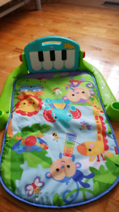Tapis musical piano et marcher bebe