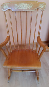 VINTAGE 80'S SOLID WOOD ROCKING CHAIR