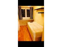 Single room in a friendly flat (E2)