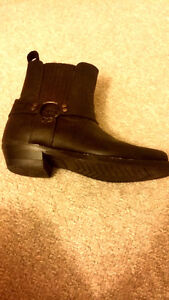 Size 6-7 women's leather boots Peterborough Peterborough Area image 3