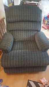 Green Reclining chair Kitchener / Waterloo Kitchener Area image 1