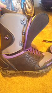 Men's size 11 purple and black 32 snowboard boots