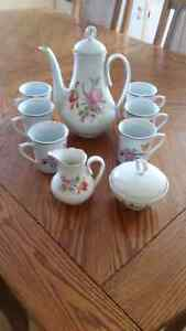 TEA SET 9 PIECE LIKE NEW CONDITION