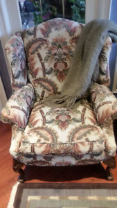 Gorgeous, regal wing-back chairs, set of 2, mint condition