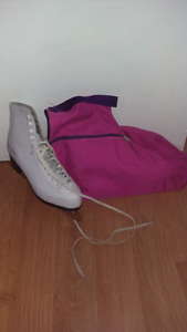 Women's size 10 skates & bag.