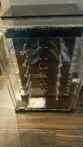 Marc jacobs optical display case
