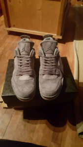 Jordan retro 4 kaws NEW 800$