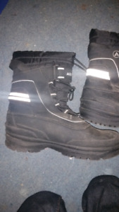 Size 9 winter boots.