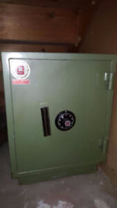 Big Green color combination safe